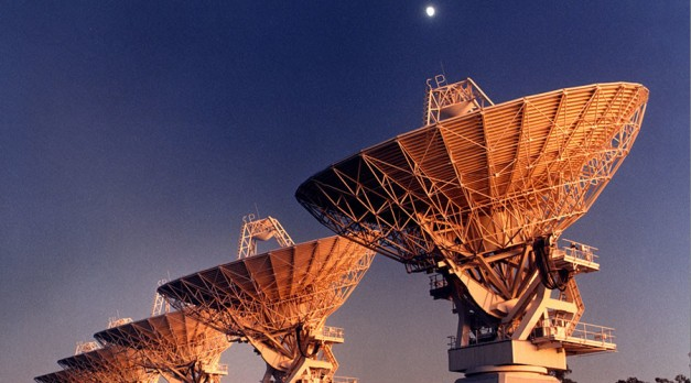 Five antennas of the Australia Telescope Compact Array, near Narrabri, NSW. © Wikipedia