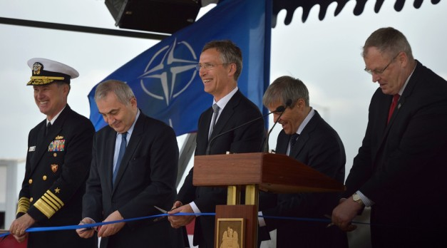 (L-R) US Admiral and Commander of the US Naval Forces Europe Mark E Ferguson, Romanian Foreign Minister Lazar Comanescu, NATO Secretary General Jens Stoltenberg, Romanian Prime minister Dacian Ciolos and US Deputy Secretary of Defense Robert O Work, May 12, 2016. © Daniel Mihailescu