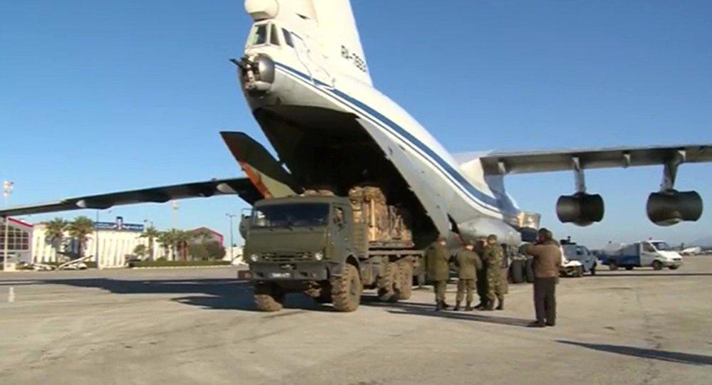 Loading humanitarian cargo for Deir ez-Zor. File photo