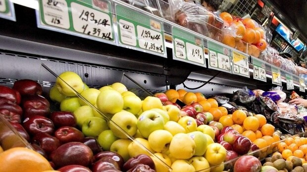 Surging produce prices are hitting Canada's food banks hard. (Jacques Boissinot/Canadian Press)