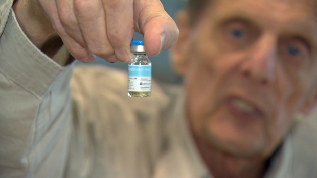 Mick Phillips's doctor credits a lung cancer vaccine from Cuba with sustaining the Wisconsin man's remission from a disease he learned he had more than five years ago.