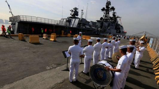manila-welcomes-russian-warship