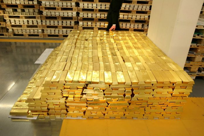 Russia Leaving Global Banking System: Dumping US Dollar for Gold Dgrapqs-696x464