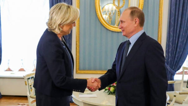 Putin meets Marine Le Pen in Moscow
