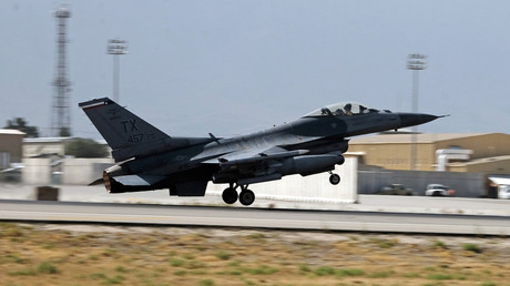 FILE PHOTO: A U.S. Air Force F-16 Flying Falcon fighter bomber © Josh Smith