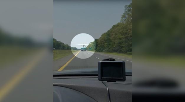 Pilot dodges highway traffic, road sign & overpass in incredible emergency landing (VIDEOS)