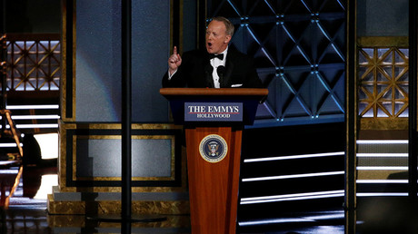 Former White House Press Secretary Sean Spicer speaks at 69th Primetime Emmy Awards © Mario Anzuoni