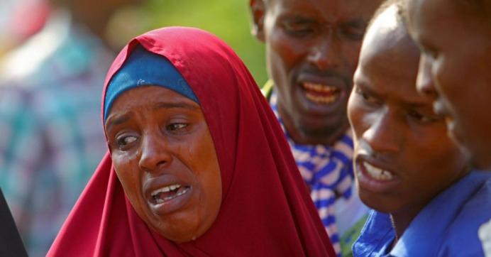 Relatives mourn the killing of their kin in an attack by Somali forces and supported by U.S. troops, at the Madina hospital in Mogadishu, Somalia, August 25, 2017. (Photo: Reuters/Feisal Omar)