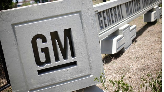 GM's self-driving car challenges federal safety standards