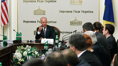 U.S. Vice President Joe Biden (L, back) attends a meeting with deputies of the Ukrainian parliament in Kiev, April 22, 2014 (Reuters / Valentyn Ogirenko)
