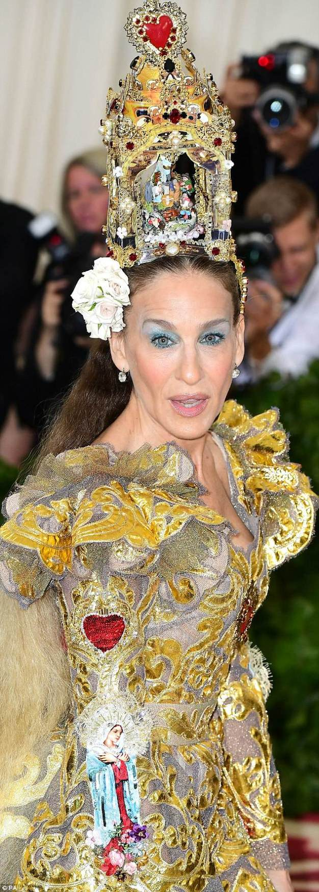 Sickening Bastards: The 2018 Met Gala: Because the Industry Loves Blasphemy 4bf5722f00000578-5703953-the_worst_offender_was_sarah_jessica_parker_who_had_an_entire_na-m-32_1525786015512