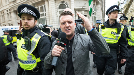 Tommy Robinson surrounded by police in April, 2017. © Joel Goodman