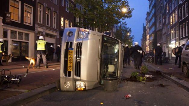 'Police can no longer handle the lawless jungle after dark in Amsterdam' - ombudsman