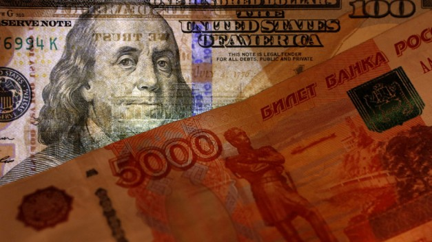 Putin backs plan to de-dollarize Russian economy