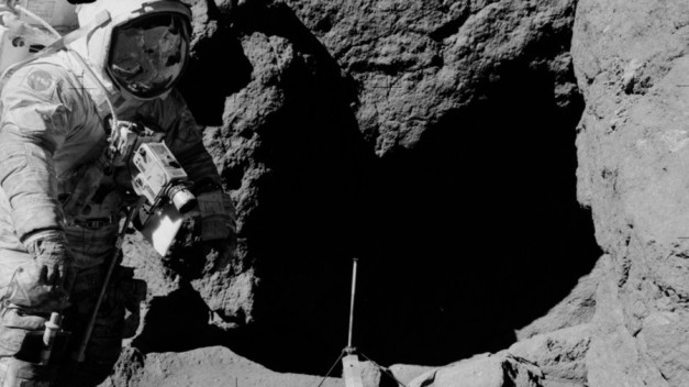 Moon landing PHOTOS reignite conspiracy theories… again 5a118695fc7e9363518b4567