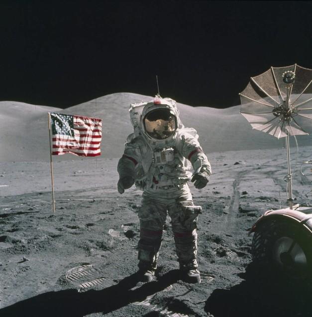 Moon landing PHOTOS reignite conspiracy theories… again 5a11c5d0fc7e932f728b4567