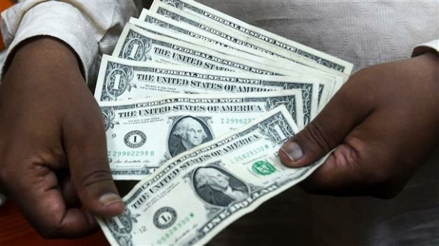 A new report shows Russia has halved its use of US dollar in trade with India and China. (AFP photo)