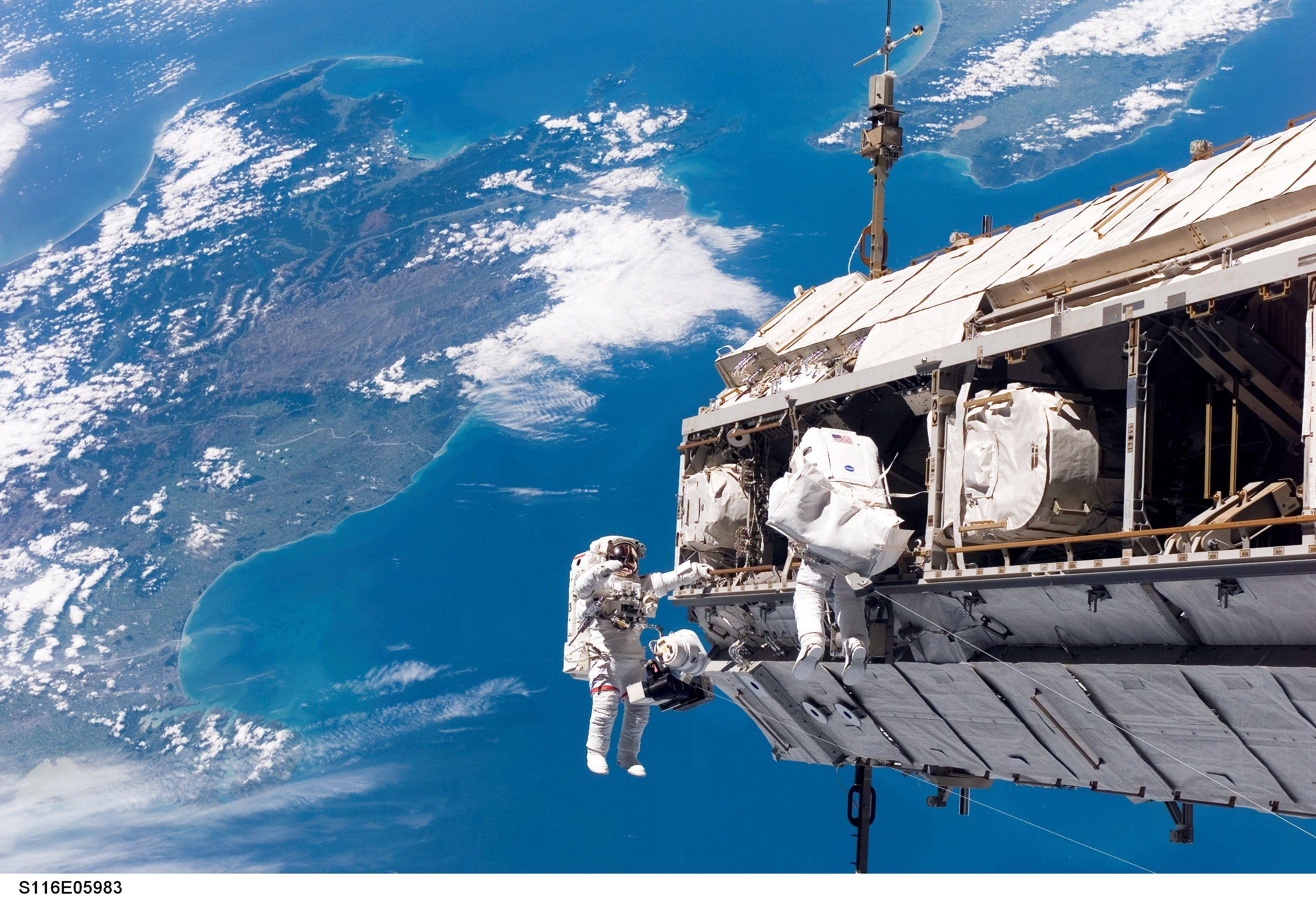 ISS astronauts adjust truss above New Zealand