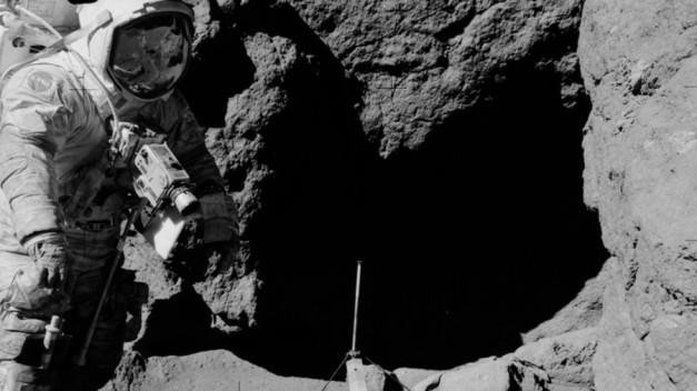 Moon landing PHOTOS reignite conspiracy theories… again